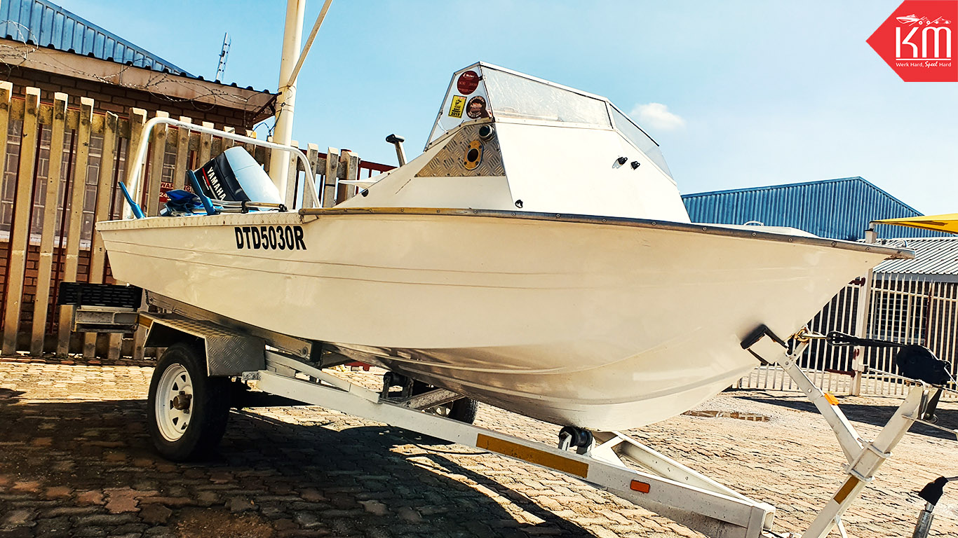 clean-trim-craft-fishing-boat-with-yamaha-engine