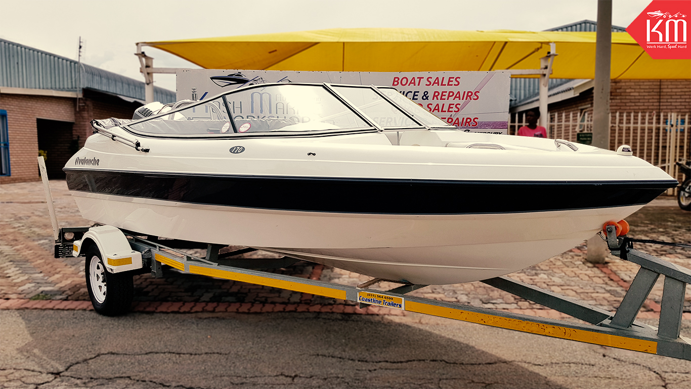 modern-spacious-avalanche-170-family-boat